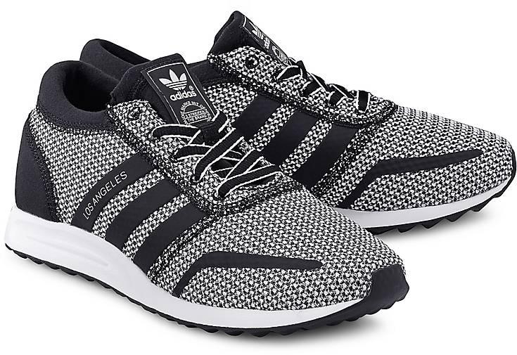 Artikel klicken und genauer betrachten! - Sneaker von Adidas Originals. Ein Original aus dem Hause Adidas ist dieser sportive Sneaker mit zweifarbigen Schnürsenkeln und den unverkennbaren Adidas Stripes. Ein toller Allrounder für Streetwear-Fans.   im Online Shop kaufen