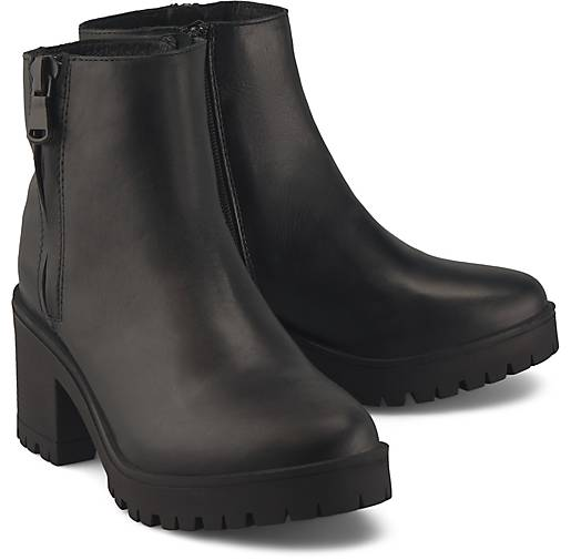 Another A Plateau-Stiefelette