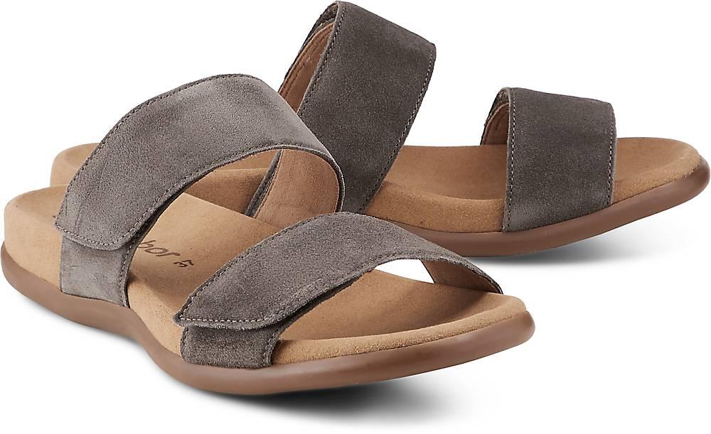 Artikel klicken und genauer betrachten! - Sandalen von Gabor. Bequem für warme Tage überzeugt uns die Pantolette von Gabor mit angenehmen Halt und weichem Leder. Die Riemchen zeigen sich in Taupe und passen sich optimal an.   im Online Shop kaufen